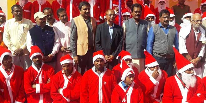 Use Toilet And Win Gifts Sanitation Officers Turn Santa Claus For A Swachh Christmas In This Jharkhand District