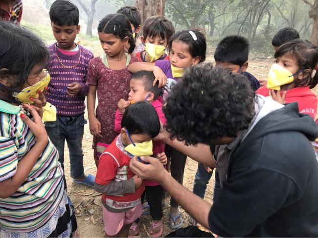Street Kids Breathe A Sigh Of Relief Amidst Delhi's 'Unhealthy' Air, Thanks To The Efforts Of This 24-Year-Old