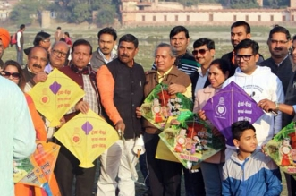 Citizens In Agra Celebrate Makar Sankranti By Flying Kites Inked With 'Save Yamuna, Save Agra'