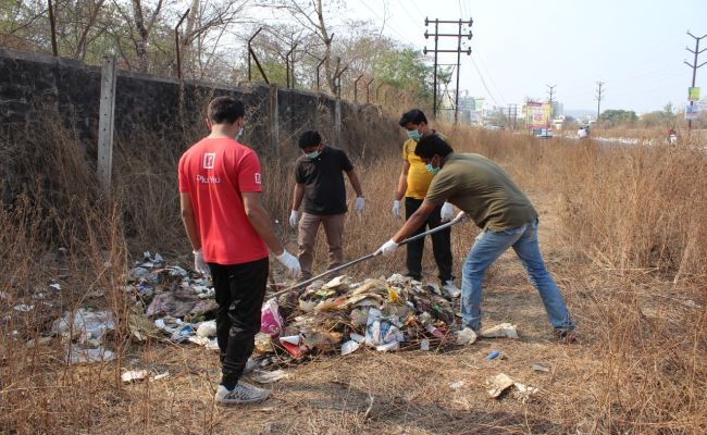 3 Hours, 150 People, 4 Trucks Of Garbage: Here Is How Kirkatwadi Development Forum In Pune Managed To Remove Garbage Lying Along The Road