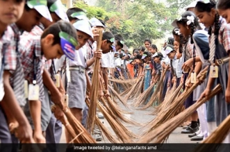 What Happens When Over 15,000 Students Armed With Brooms Start Cleaning Their City? They Make A World Record!