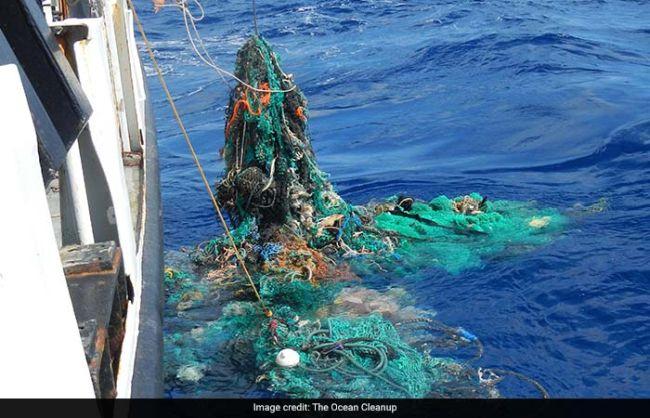 the-ocean-cleanup-megaexpedition-ghostnet-retrieving