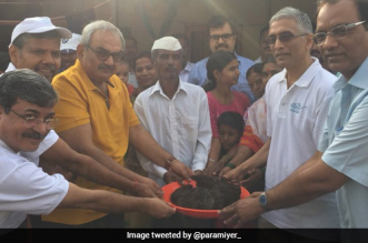 CAG Rajiv Mehrishi handled human compost barehanded at a village in Pune