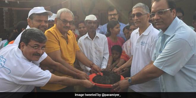 CAG Rajiv Mehrishi handled human compost barehanded at a village in Pune