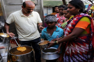 "Starvation Free India: ""Right To Eat, Not To Waste"" As His Objective, This 43-Year-Old Government Employee Provides Food To The Hungry In Mysuru"