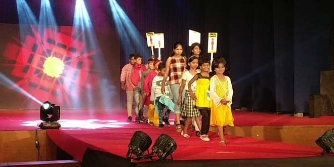 Recycle Clothes Models In Pune Wear Discarded Clothes In A Fashion Show With A Difference