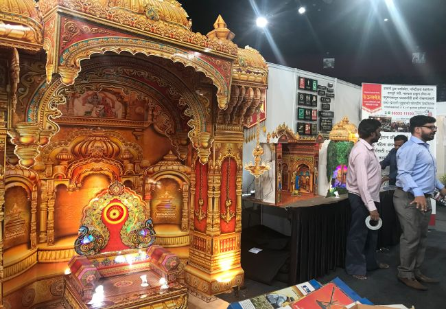 Maharashtra plastic ban: Mumbaikars check out plastic alternatives at an exhibition organized by BMC to spread awareness about eco-friendly options