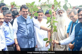 Van Mahotsav Special: Maharashtra Chief Minister Devendra Fadnavis Aims To Plant 16 Crore Saplings This Year To Fight Global Warming
