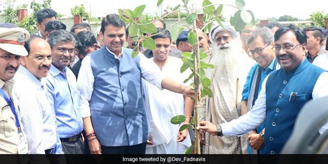 Van Mahotsav Special: Maharashtra Chief Minister Devendra Fadnavis Aims To Plant 16 Crore Saplings This Year To Fight Global Warming