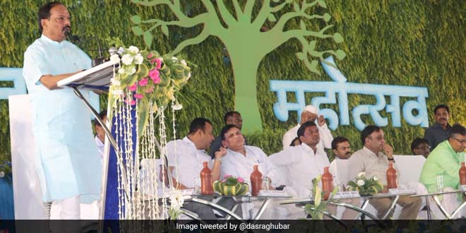 Jharkhand's month-long tree plantation drive was started off by Chief Minister Raghubar Das