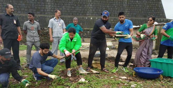 Swachh Mumbai: 1500 Volunteers Take Part In A 24-Hour Clean-up At Worli Fort