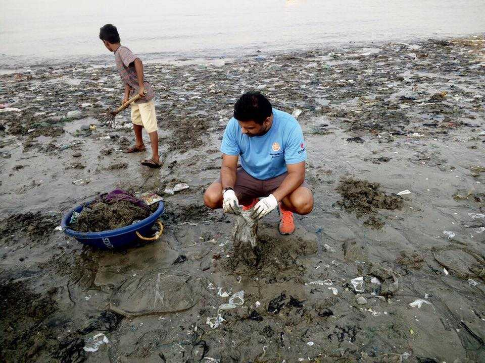 46 Weeks, 650 Tonnes Of Garbage: Here Is How A Couple From Mumbai Is Helping Mahim Beach Breathe