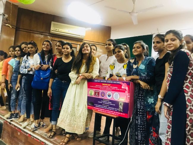 56 Colleges Of Delhi University Get Sanitary Napkin Vending Machine For Free, Courtesy This 23-Year-Old Student