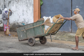 Waste Management: Chandigarh Residents Relieved As Waste Collectors Resume Door-To-Door Collection