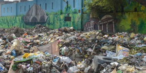 Streets of East Delhi Full Of Heaps Of Garbage While EDMC Sanitation Workers Call Off Strike After A Month