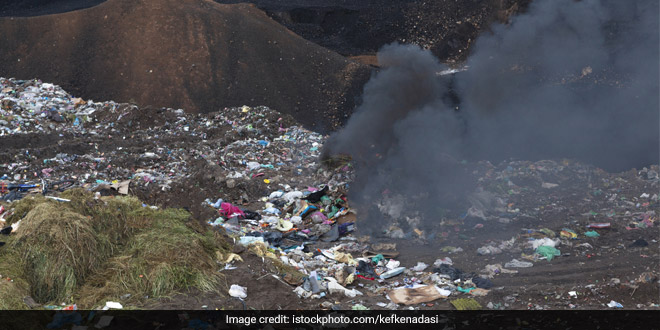 Delhi Air Pollution: Capital's Air Quality Dipped to 'Very Poor' As Bhalswa Landfill Continued To Smoulder
