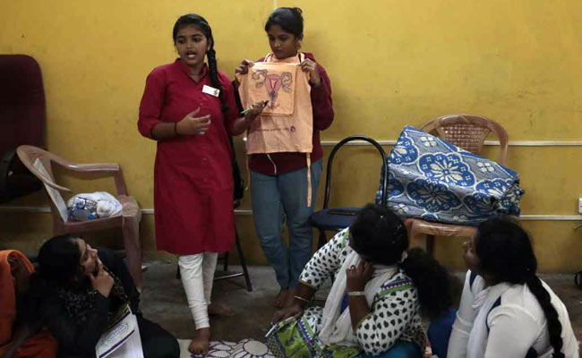 How This Man From Bengaluru Is Educating Women About Menstrual Hygiene With The Help Of Other Women