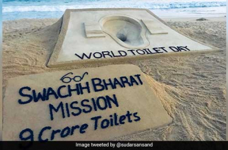 To mark World Toilet Day, Padma Awardee Sudarsan Pattnaik creates a toilet from sand at Puri beach