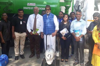 Amitabh Bachchan Fulfils Promise Made On #Mere10Guz Cleanathon Of Donating Sewer Cleaning Machines