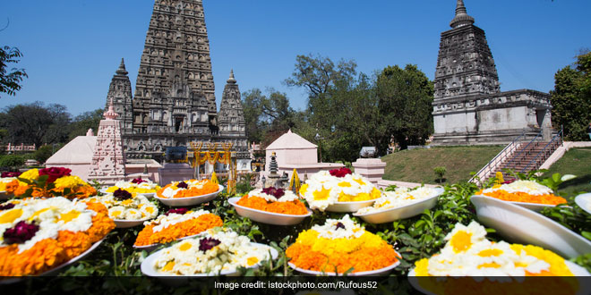 200 kilos of floral waste from Bihar's Mahabodhi temple is recycled to make natural dyes