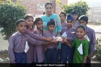 ludhiana-kid-distributes-soaps
