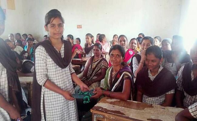 The sanitary pads made by SamajBandh contain old clothes, jeans and cotton