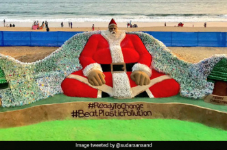 Sudarsan Pattnaik's Santa Claus on Puri beach spreads the message, 'Give up plastic items'