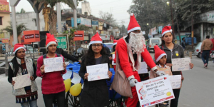 On Christmas, Disguised As Santa, 31-Year-Old From Uttar Pradesh Spreads The Message Of Swachh Bharat Abhiyan