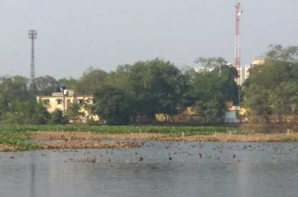 Santragachi lake is spread over 33 acres of land and is one of the famous nestling places forbirds in West Bengal