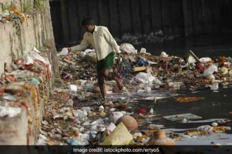 yamuna-delhi-litter-idol-immersion