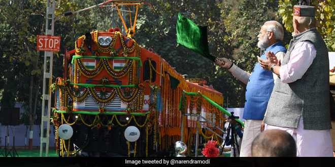 A Step Towards New And Green India: PM Narendra Modi Flags Off The World's First Diesel To Electric Locomotive In Varanasi