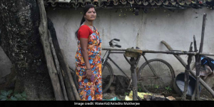 Defying Gender Problems And Open Defecation, Sunita Devi From Jharkhand Is Training Women To Build Toilets