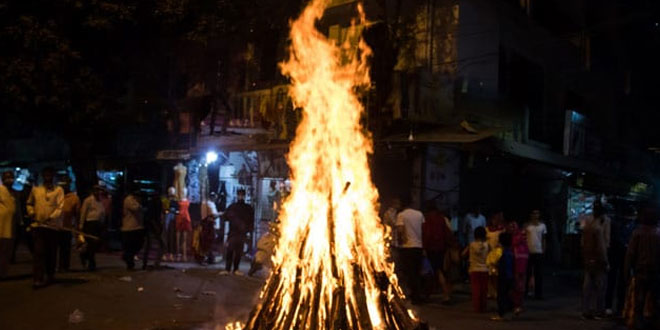 'Gobar-Wood' To Reduce Pollution Levels In Agra This Holi