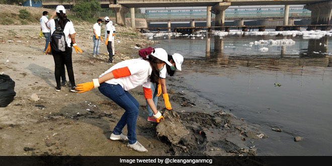 World Health Day 2019: National Mission For Clean Ganga Organises Cleaning Of Yamuna Ghat In Delhi