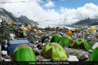 11,000 Kg Garbage And 4 Dead Bodies Removed From Mount Everest During The Two Month Long Cleanliness Drive