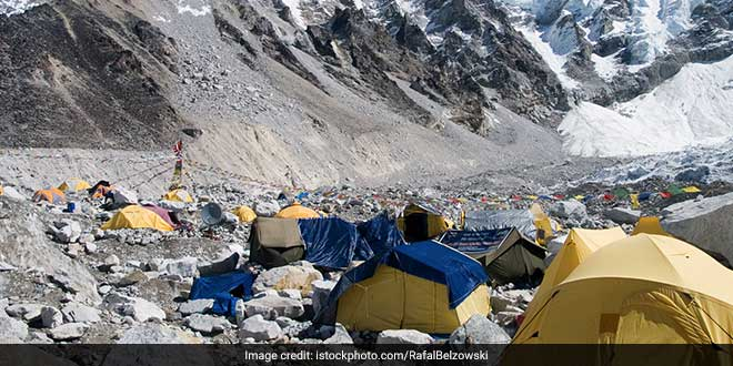 Tibet Mountaineering Association Collects Over 13 Tons of Garbage From Mount Everest As The Climbing Season Ends