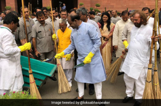 Lok Sabha Speaker Urges MPs To Take Swachhata Abhiyan To Every Village To Fulfil Mahatma Gandhi's Clean India Vision