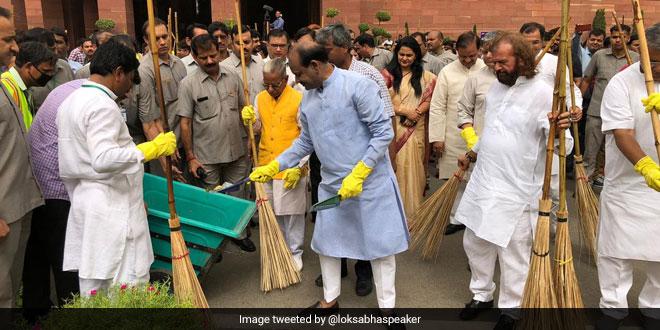 Lok Sabha Speaker Urges MPs To Take Swachhata Abhiyan To Every Village To Fulfil Mahatma Gandhi's Clean India Vision
