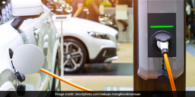 India's Push To Clean Mobility: Bihar CM Nitish Kumar And Tamil Nadu CM K. Palaniswami Show Their Support Towards Electric Vehicles