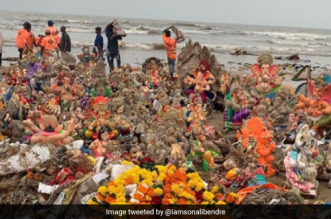 "Ganesh Visarjan: ""We Need To Do Better,"" Say Actors Sonali Bendre, Ritesh Deshmukh Over Waste Generated By Idol Immersion"