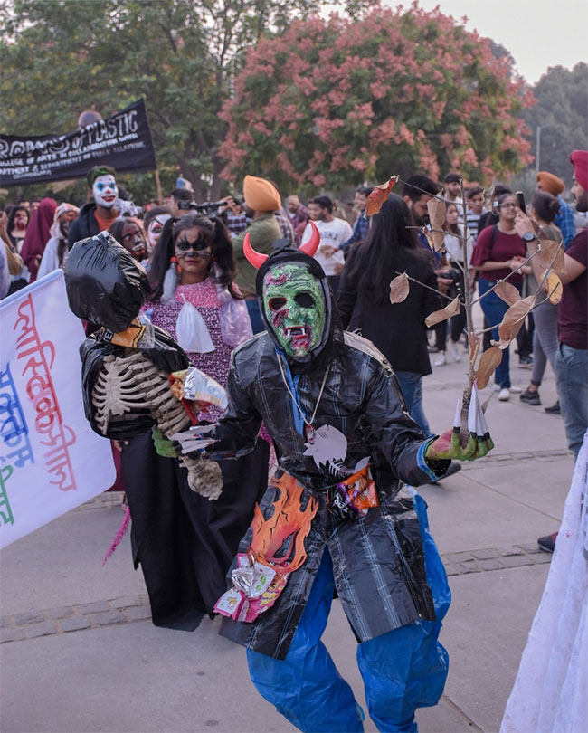 Halloween 2019 Chandigarh Sensitises People With The Theme 'Harrows Of Plastic' Says #PlasticKaTimeUp
