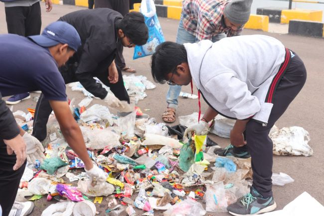 Jogging And Cleaning For A Plastic Free Pune, A 24-Year-Old Software Engineer Goes Plogging