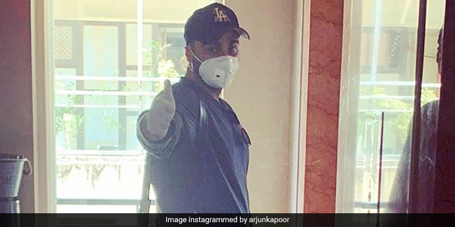 Fighting Coronavirus: 'Mask Must Hai' Says Arjun Kapoor As Mumbai Makes Wearing Of Face Masks Mandatory