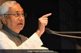 CM Nitish Kumar directed the concerned officials to ensure that the rules of social distancing are followed at the market places where people buy essential commodities
