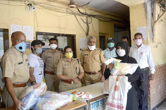 Indian Territorial Army Officers Team Up To Fight COVID-19, Provide Ration And Hygiene Kits To People In Mumbai