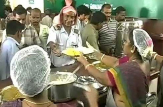 State-Run Outlets 'Amma Canteens' Resume Providing Free Food During The 12-Day COVID-19 Lockdown In 4 Tamil Nadu Districts
