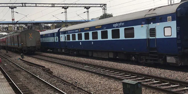 India Continues Its Fight Against Coronavirus: Indian Railways Converts 5,231 Non AC Coaches Into COVID Care Centres