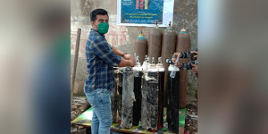As Coronavirus Cases Rise And Healthcare System Fall Short, Mumbai Friends' Duo Provide Free Oxygen Cylinders