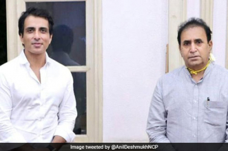 Actor Sonu Sood Calls Police Personnel 'Real Heroes', Donates 25,000 Face Shields To Maharashtra Police