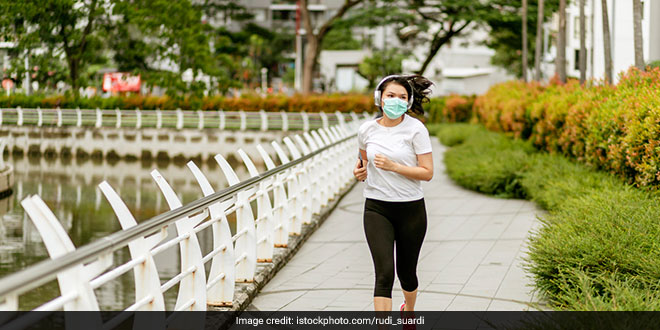 Should You WearMaskWhileExercising In The Wake Of Coronavirus Pandemic? Experts Explain